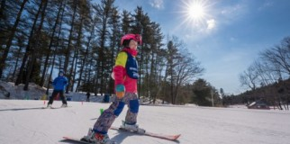 Kids ski lesson at King Pine
