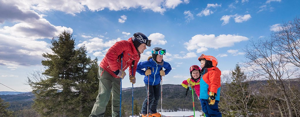 Family skiing at King Pine